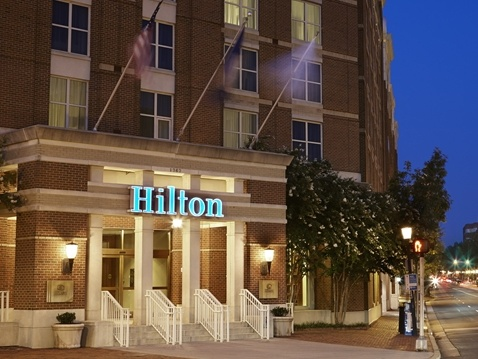 Exterior of the Hilton Old Town hotel in Alexandria, Virginia - one of our recommended hotels for visitors deciding where to stay in Washington DC.