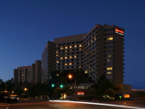Exterior of the Crystal Gateway Marriott hotel in Arlington, Virginia- one of our recommended hotels for visitors deciding where to stay in Washington DC.