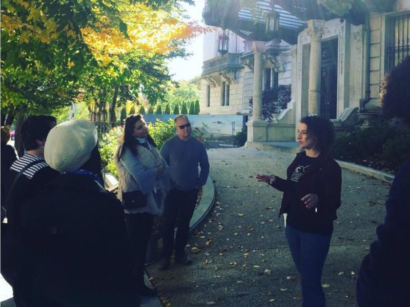 Carolyn leading a DC Designs Tours architecture tour.